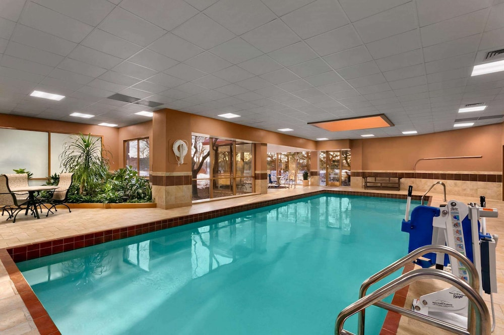 Pool, Embassy Suites Chicago - North Shore/Deerfield