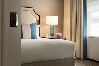 Executive Suite, 1 King Bed, Non Smoking (Newly Renovated) - Guestroom