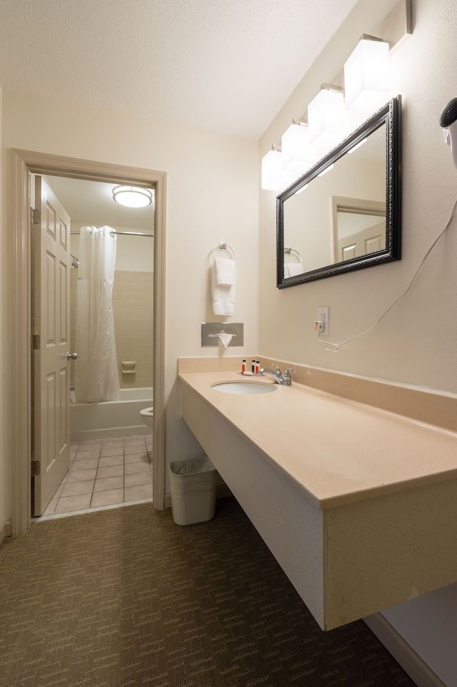 Bathroom Sink, Cottonwood Suites Savannah Hotel & Conference Center
