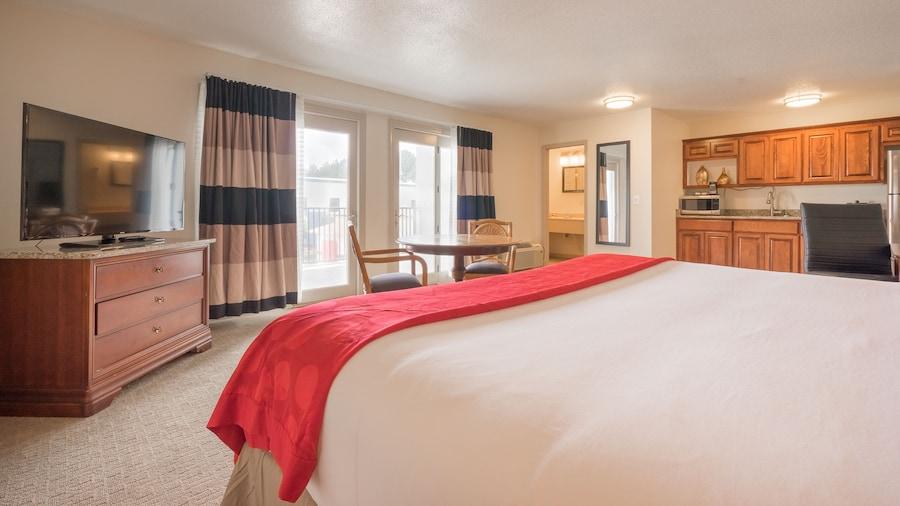 Cottonwood Suites Savannah Hotel & Conference Center