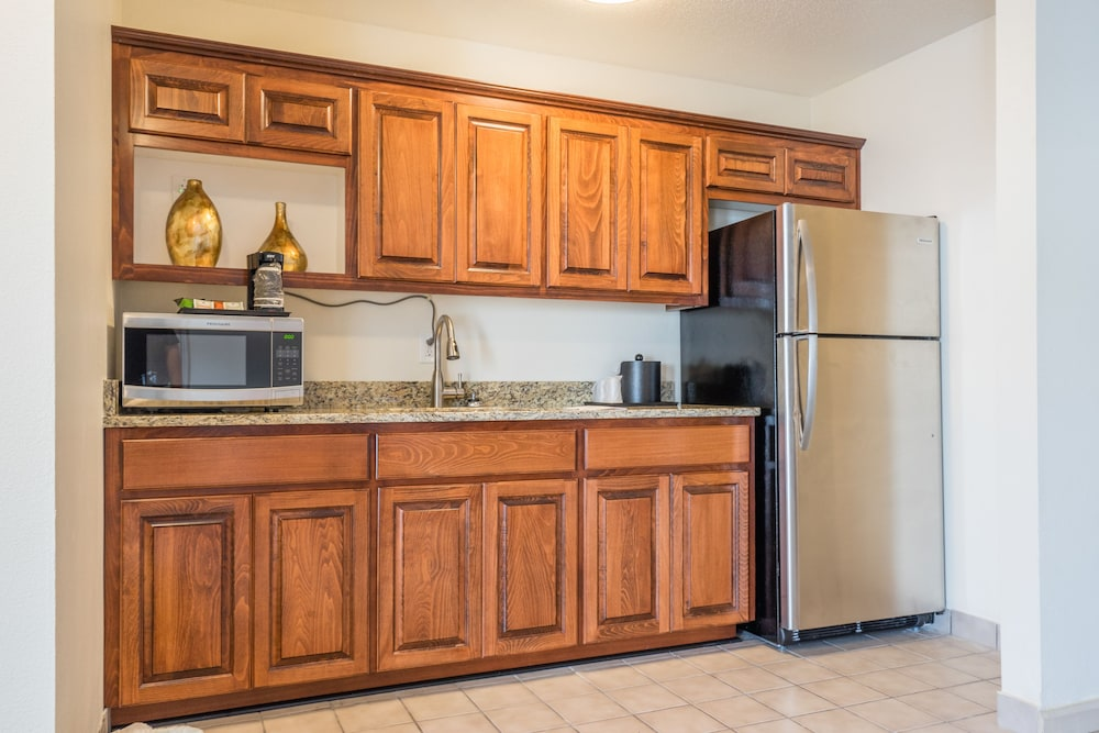 Private Kitchen, Cottonwood Suites Savannah Hotel & Conference Center