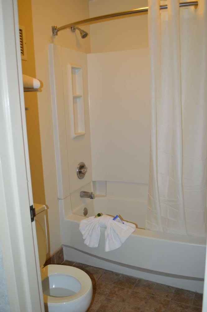 Bathroom, Bluegrass Extended Stay Hotel