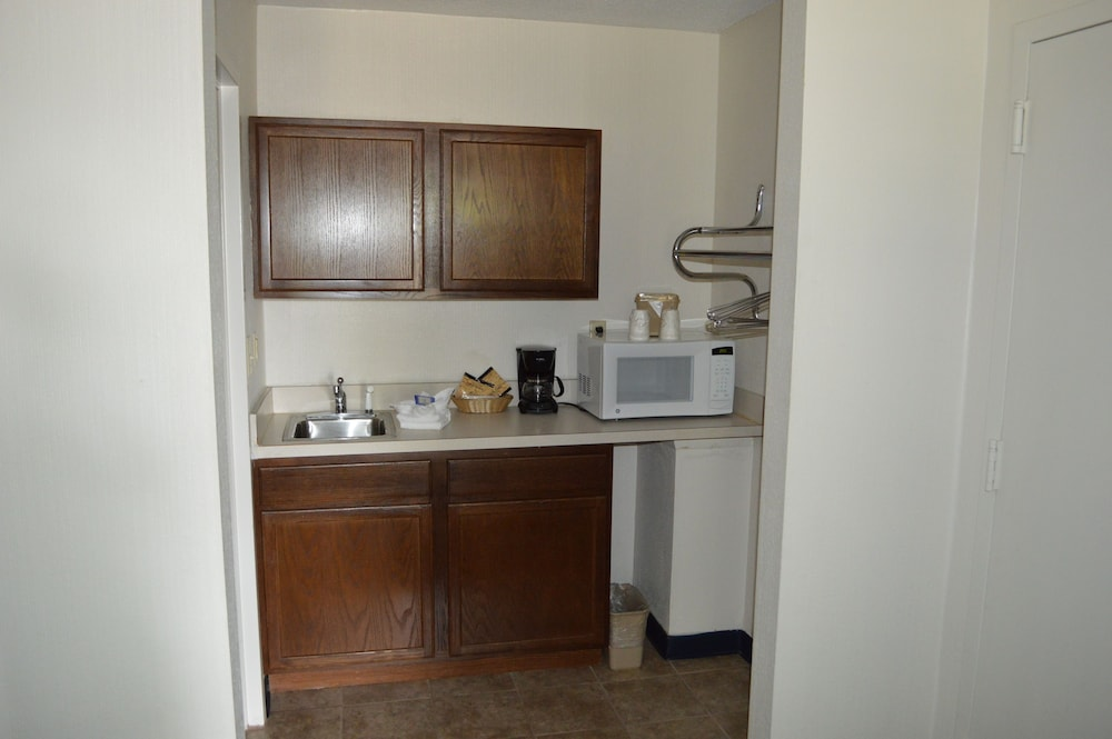 Private Kitchenette, Bluegrass Extended Stay Hotel