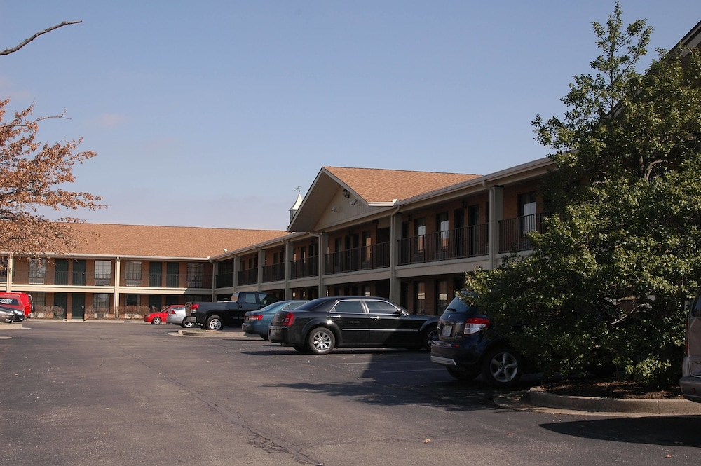 Parking, Bluegrass Extended Stay Hotel