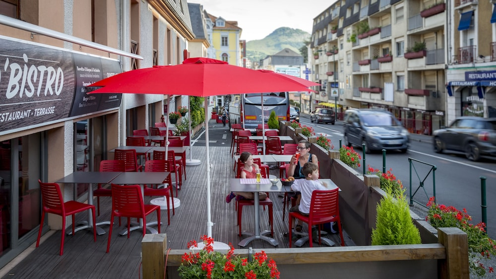 Outdoor Dining, ibis Lourdes