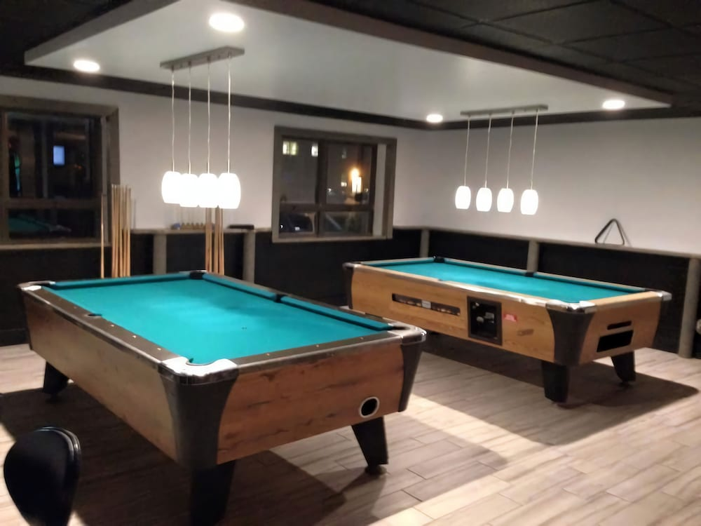 Billiards, Lakeside Inn