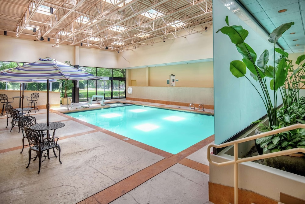 Pool, DoubleTree Suites by Hilton Seattle Airport - Southcenter