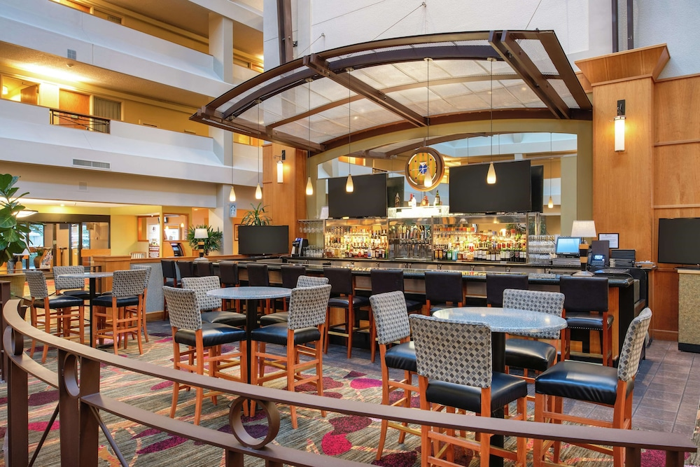 Bar, DoubleTree Suites by Hilton Seattle Airport - Southcenter