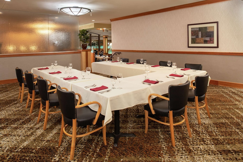 Restaurant, DoubleTree Suites by Hilton Seattle Airport - Southcenter