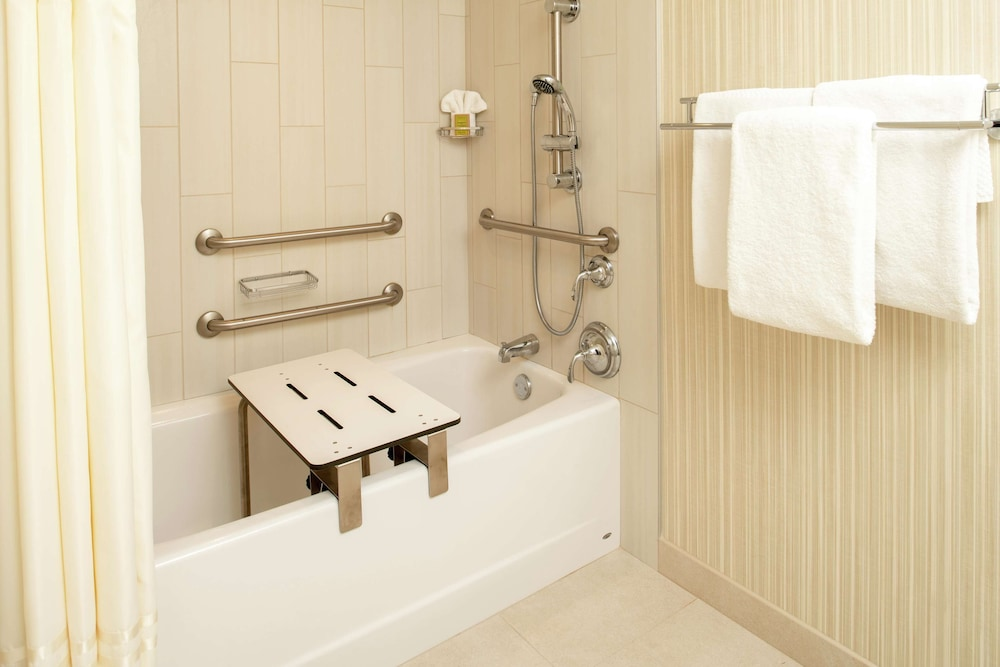 Bathroom, DoubleTree Suites by Hilton Seattle Airport - Southcenter