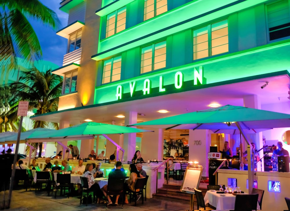 Outdoor Dining, Avalon Hotel
