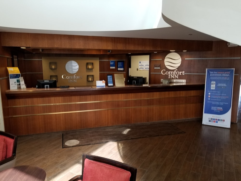 Reception, Comfort Inn Cleveland Airport