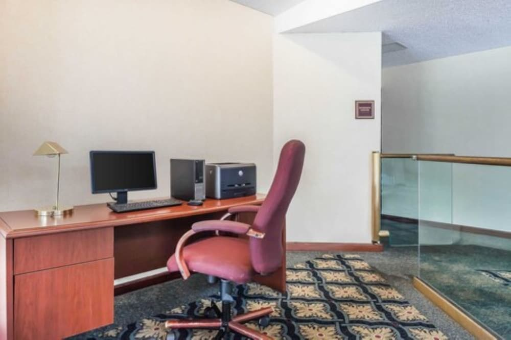 Business Center, Comfort Inn Cleveland Airport
