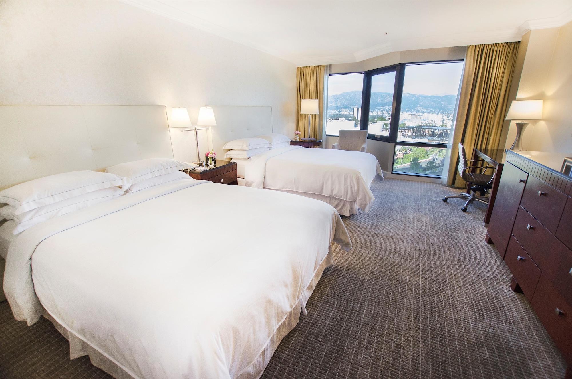 Room, 2 Queen Beds, View (Universal)