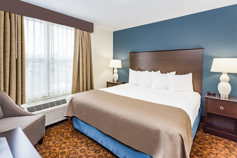 Room, AmericInn by Wyndham Burnsville
