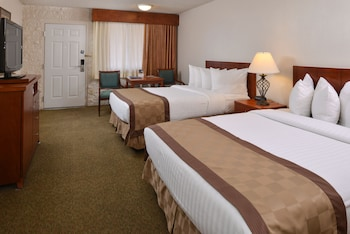 Standard Room, 2 Queen Beds, Non Smoking - Guestroom