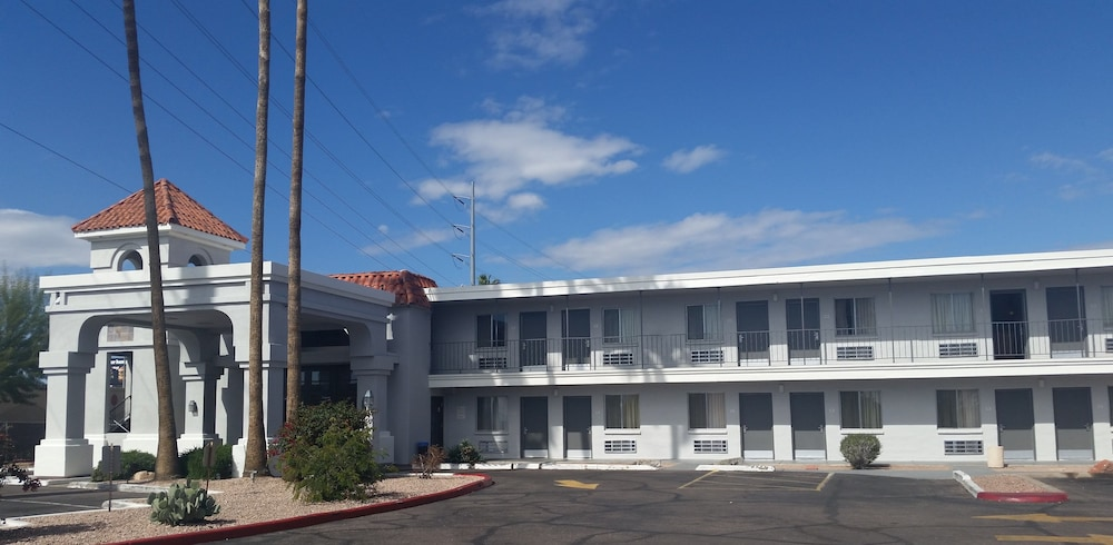 Front of Property, Extend-a-Suites Phoenix