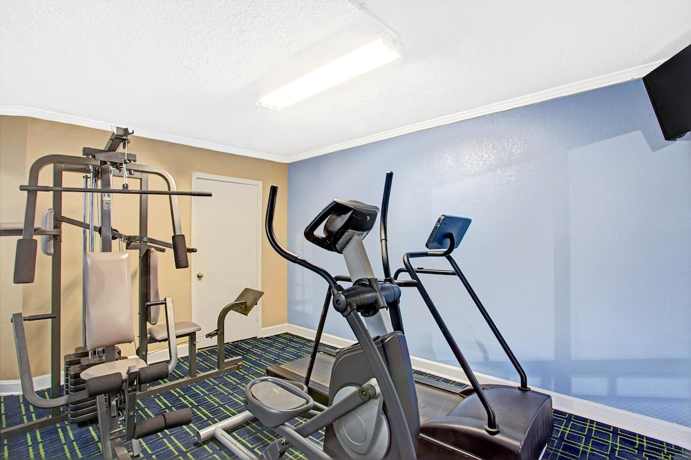 Fitness Facility, Super 8 by Wyndham Memphis/Dwtn/Graceland Area