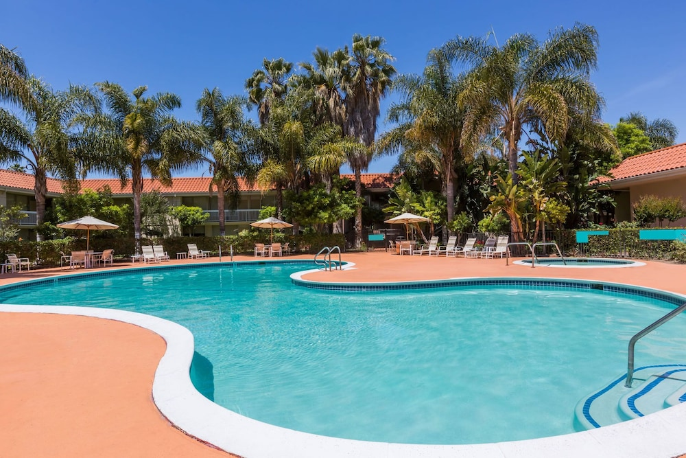Book wyndham garden san jose airport san jose hotel deals for Garden pool book