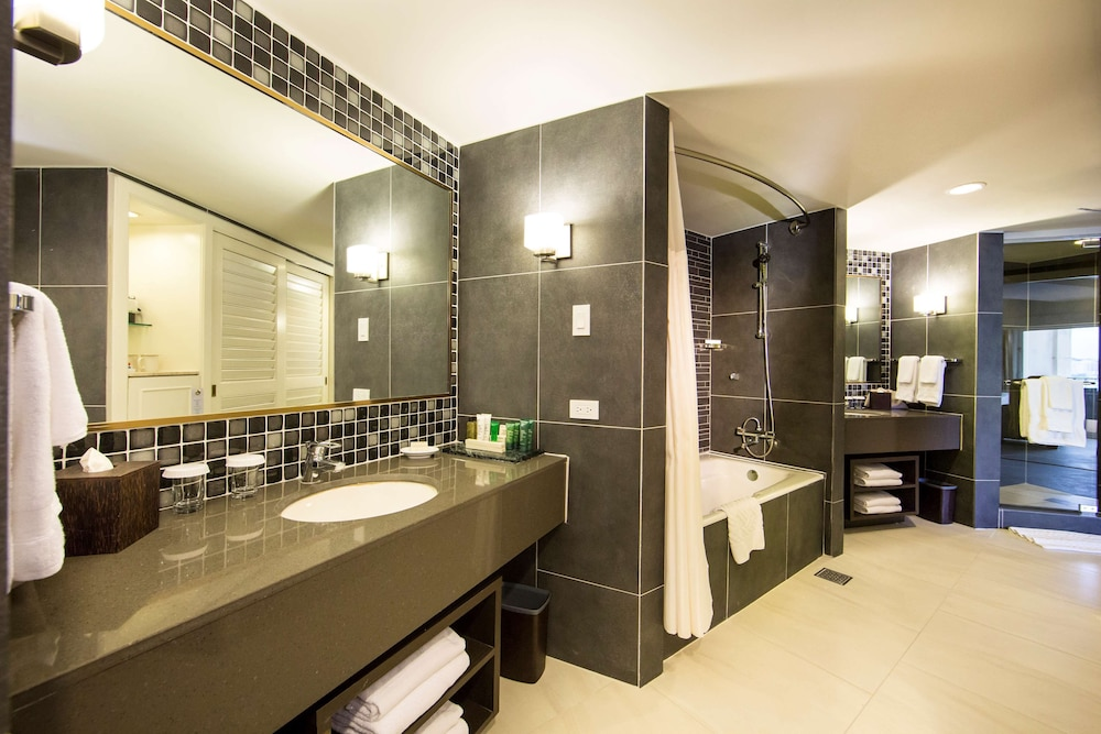 Bathroom, Hilton Guam Resort And Spa