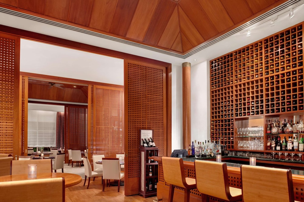 Bar, Hilton Guam Resort And Spa
