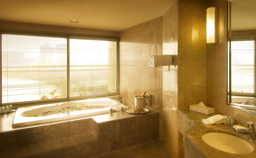 Deep Soaking Bathtub, Hilton Guam Resort And Spa