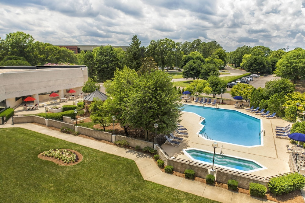Outdoor Pool, Sheraton Imperial Hotel Raleigh-Durham Airport/RTP