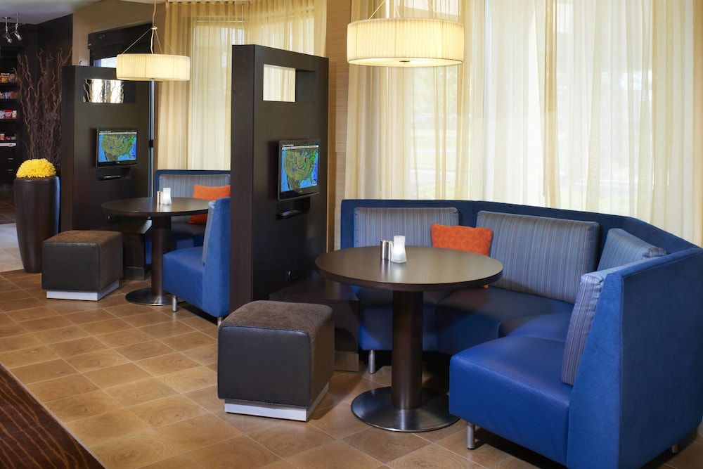 Lobby Sitting Area, Courtyard by Marriott Columbus Dublin