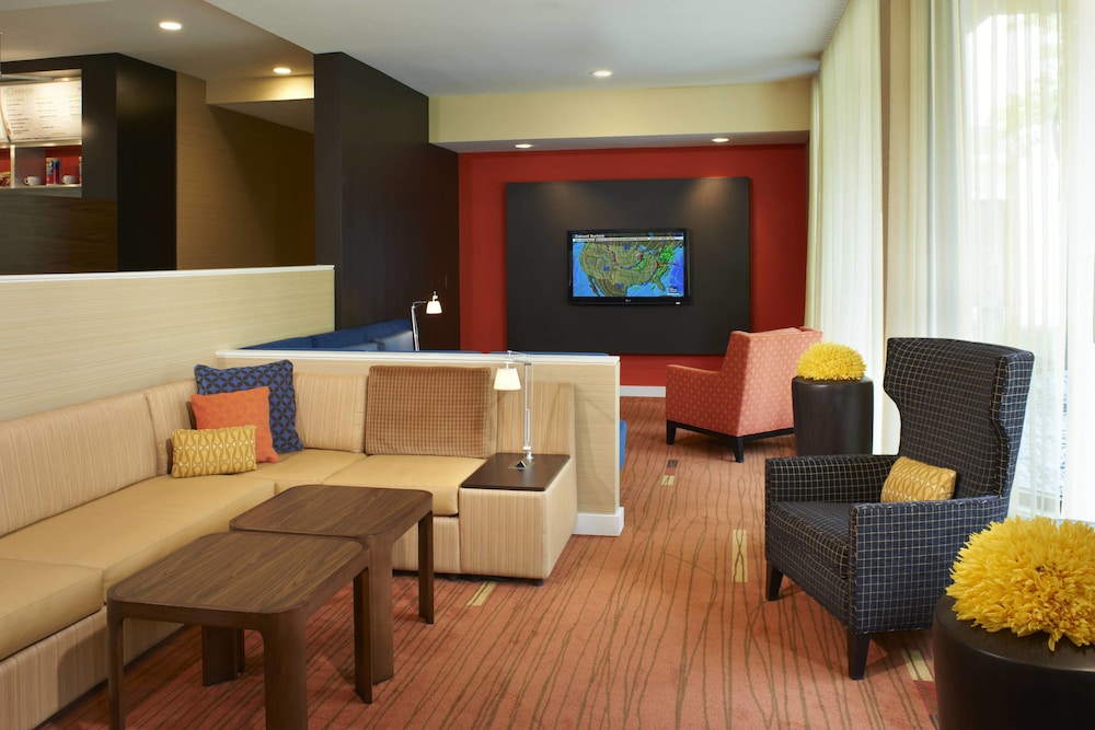 Lobby, Courtyard by Marriott Columbus Dublin