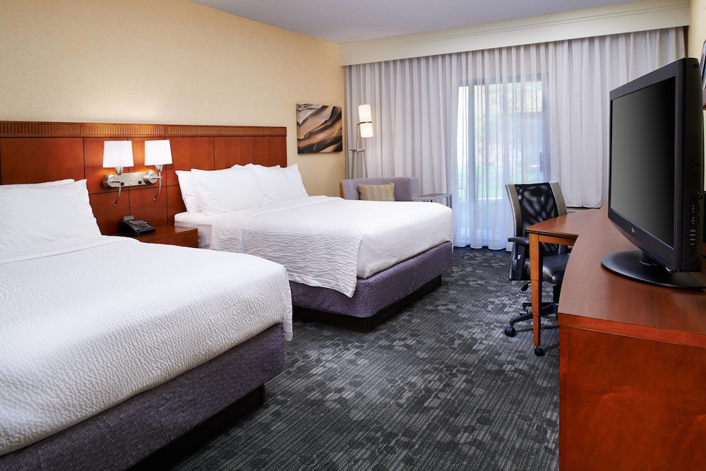 Room, Courtyard by Marriott Columbus Dublin