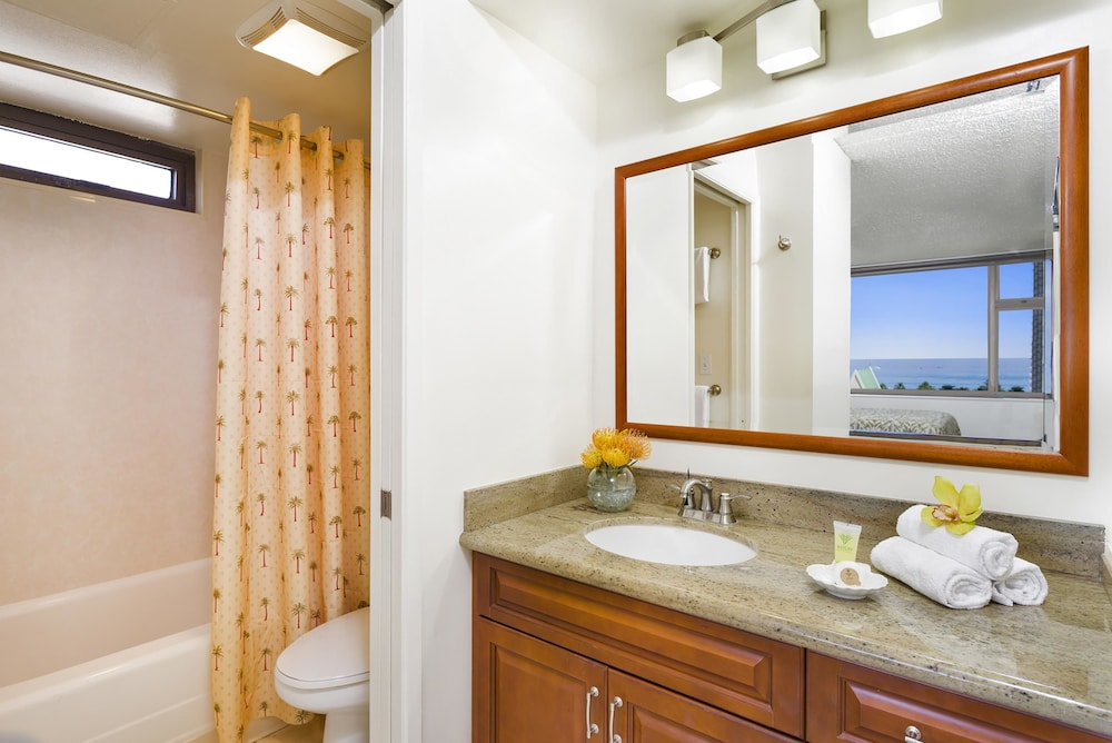 Bathroom, Aston at the Waikiki Banyan