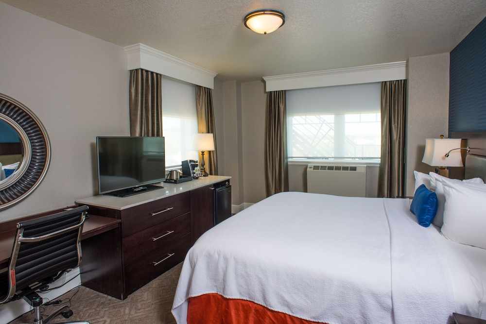 Room, Hotel Alex Johnson Rapid City, Curio Collection by Hilton