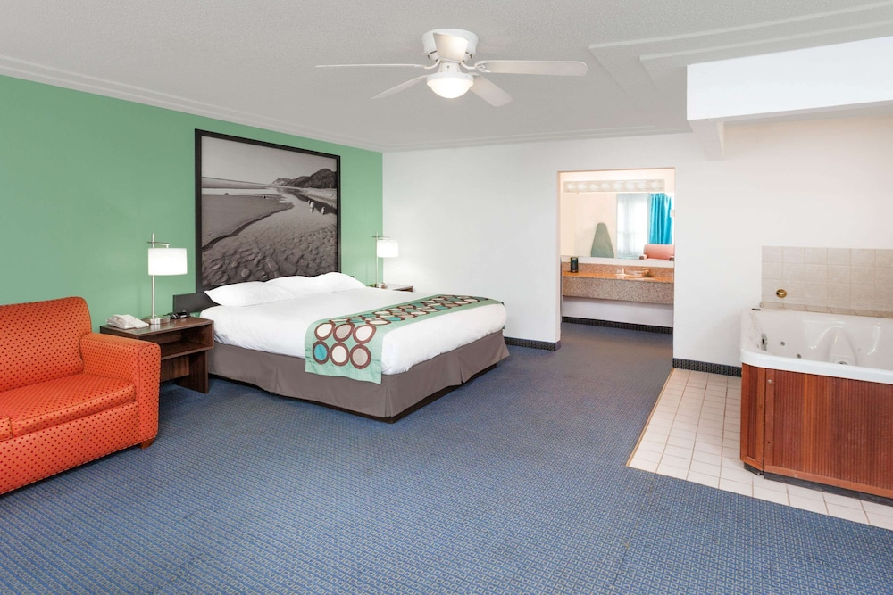 Room, Super 8 by Wyndham Stevensville