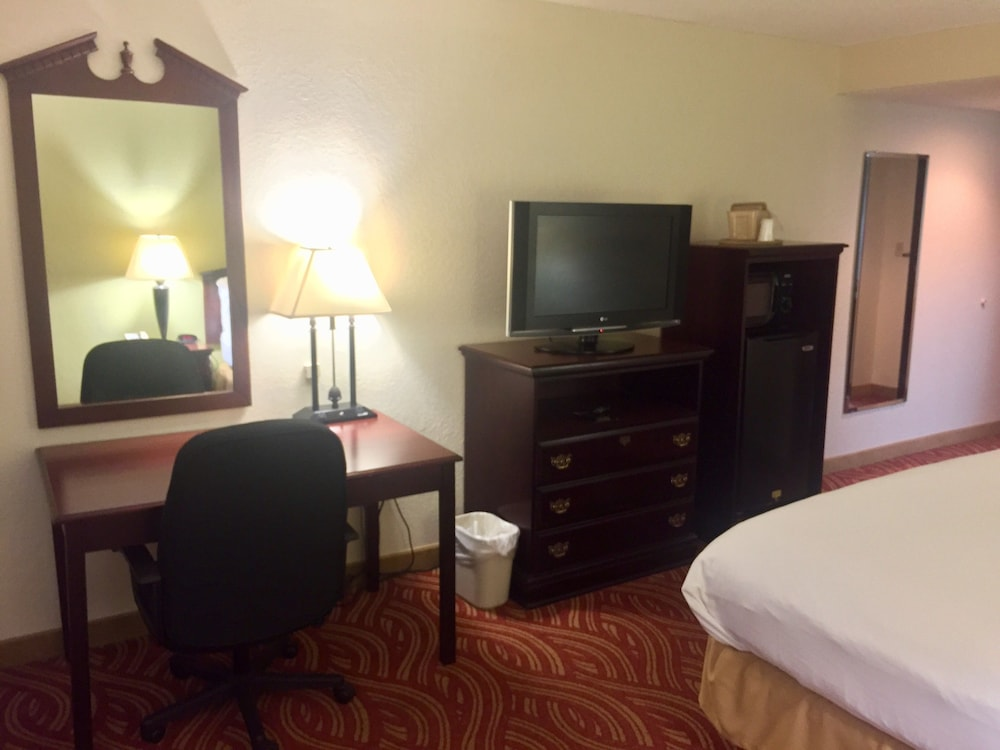 Room, Jonesboro Inn and Suites