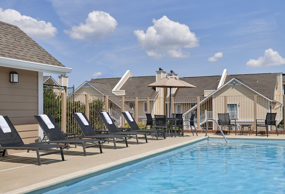 Outdoor Pool, Sonesta ES Suites Cincinnati - Sharonville West