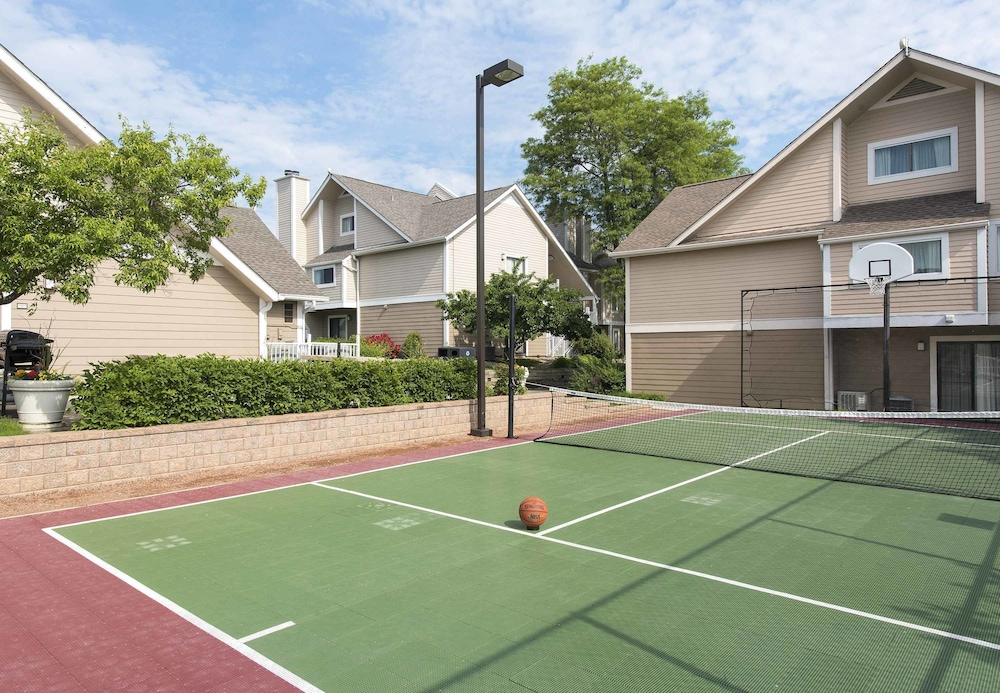 Sport Court, Sonesta ES Suites Cincinnati - Sharonville West