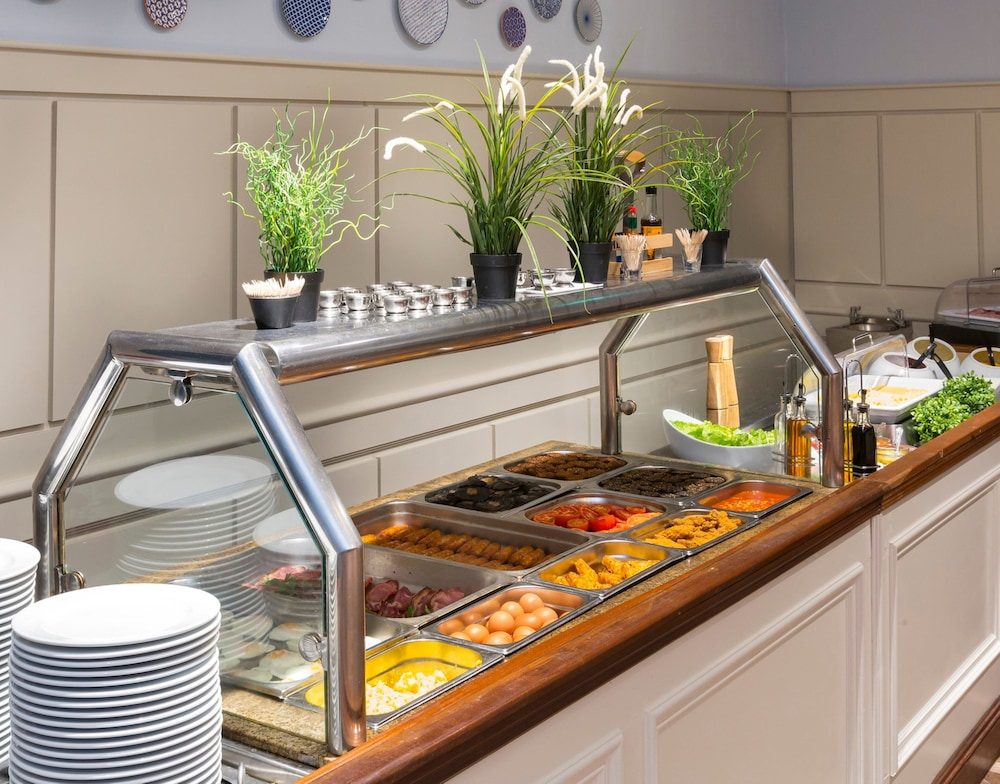 Breakfast buffet, The Bonnington Dublin & Leisure Centre