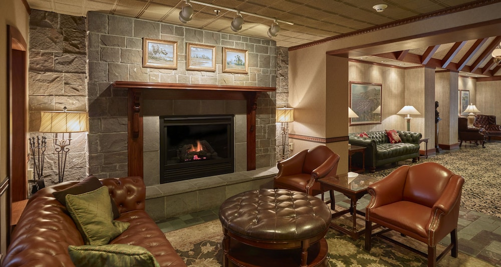 Lobby Lounge, Best Western Plus The Normandy Inn & Suites