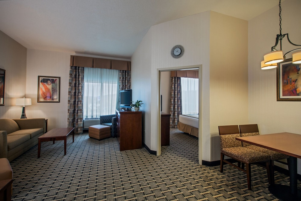 Room, Holiday Inn Express Meadville (I-79 Exit 147a), an IHG Hotel