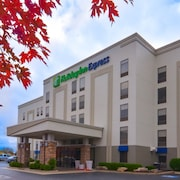 Holiday Inn Express Fayetteville- Univ of AR Area
