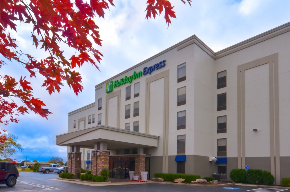 Featured Image, Holiday Inn Express Fayetteville- Univ of AR Area
