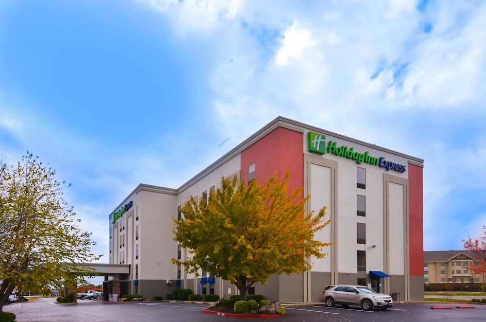 Exterior, Holiday Inn Express Fayetteville- Univ of AR Area