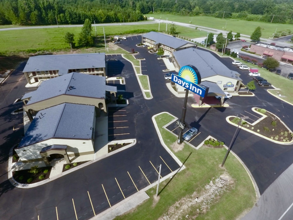 Aerial View, Days Inn & Suites by Wyndham Athens Alabama