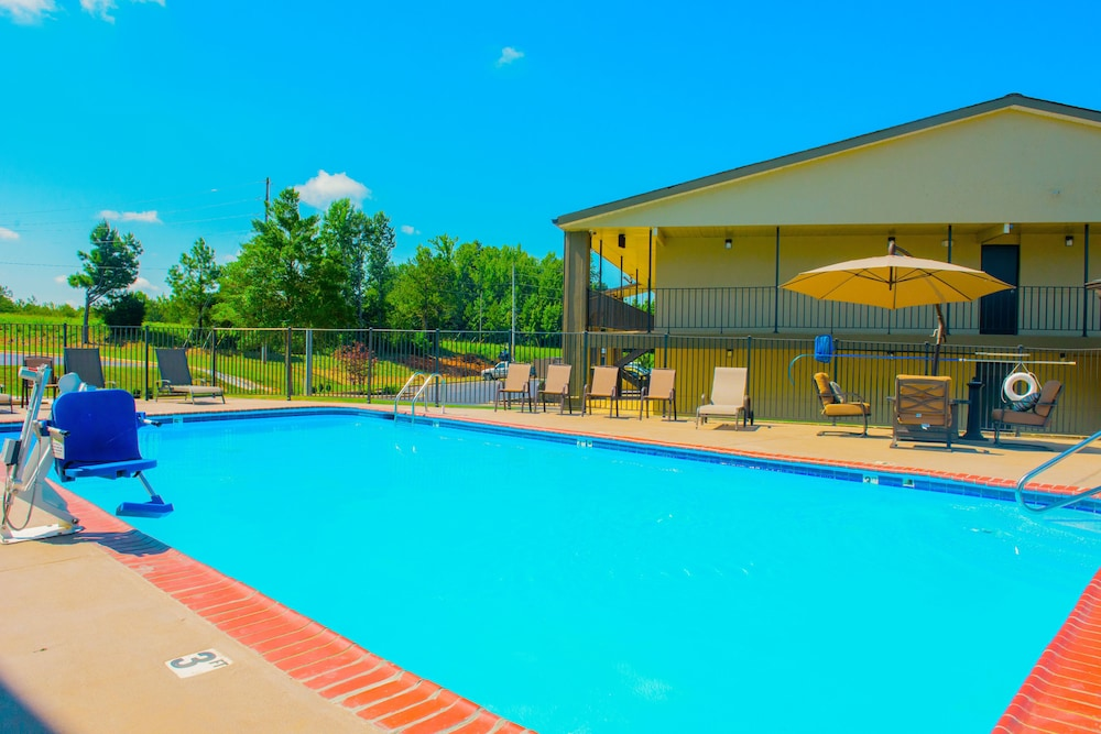 Featured Image, Days Inn & Suites by Wyndham Athens Alabama