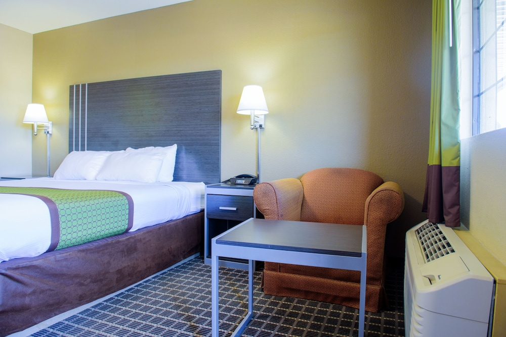 Living Area, Days Inn & Suites by Wyndham Athens Alabama