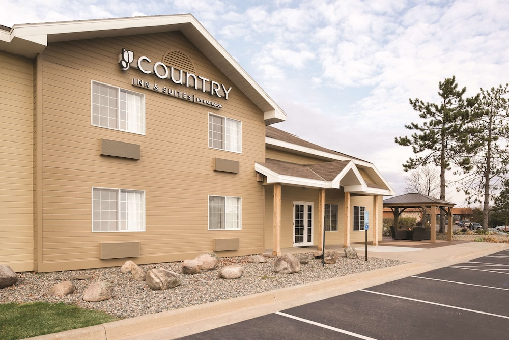 Quality Inn & Suites $70 ($̶1̶3̶1̶). Holland Hotel Deals & Reviews ...