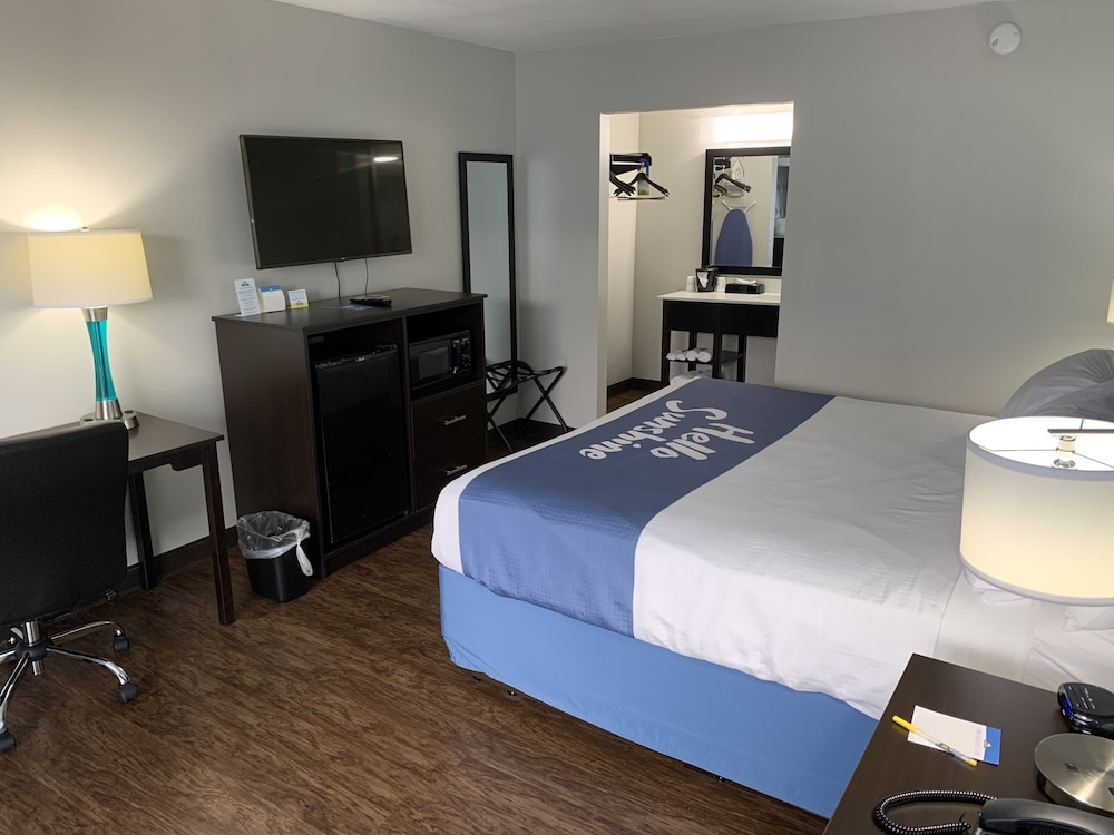 Room, Days Inn by Wyndham Goldsboro