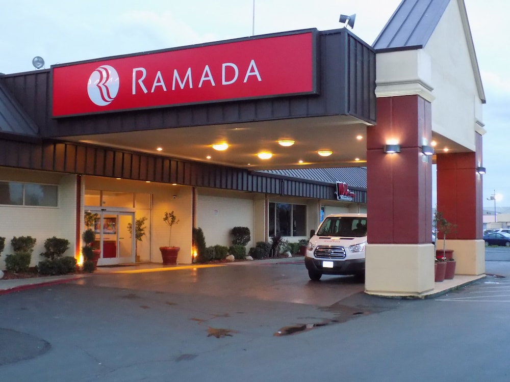 Front of Property - Evening/Night, Ramada by Wyndham Sacramento
