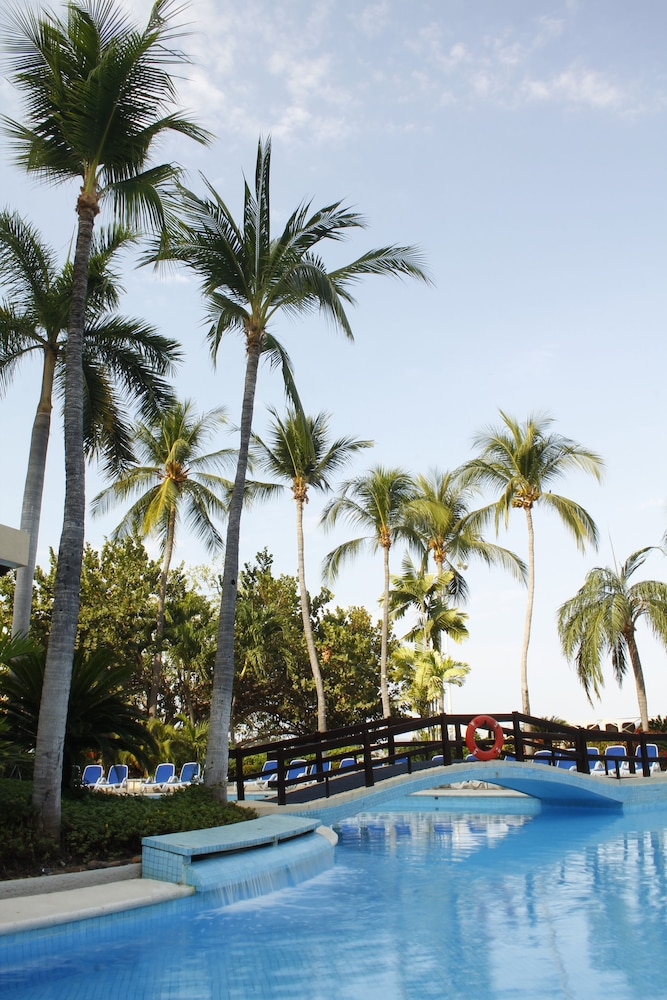 Outdoor Pool, Grand Hotel Acapulco