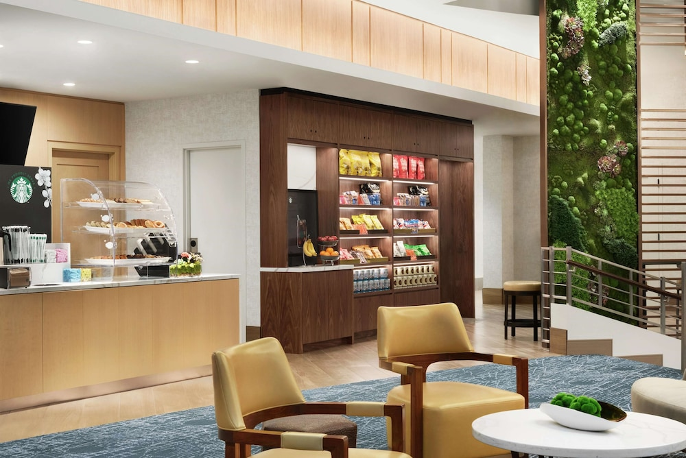Breakfast Area, DoubleTree by Hilton Chicago - Magnificent Mile